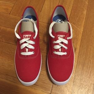 Keds classic kanvas sneakers in red, Size 6.5M US